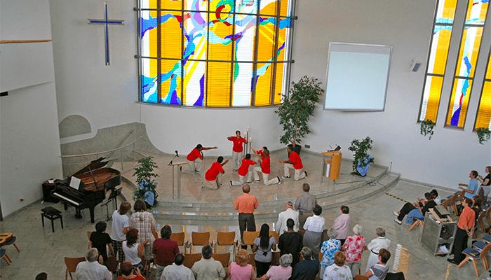 баптисты на богослужении
